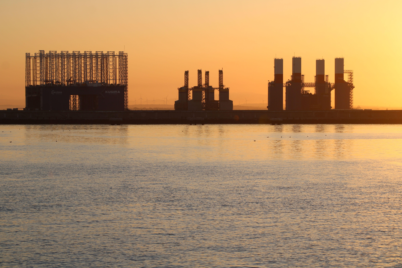 entrada del puerto de Cádiz al amanecer
