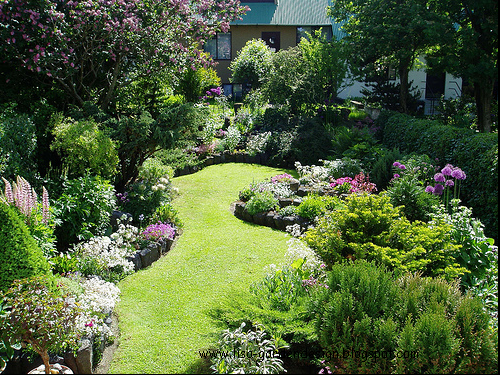 how to design a small garden. small garden design pictures Building a flower bed requires planning  The first thing that needs to be done is asses yourself as 5 Secrets For Success With Hanging Baskets Small