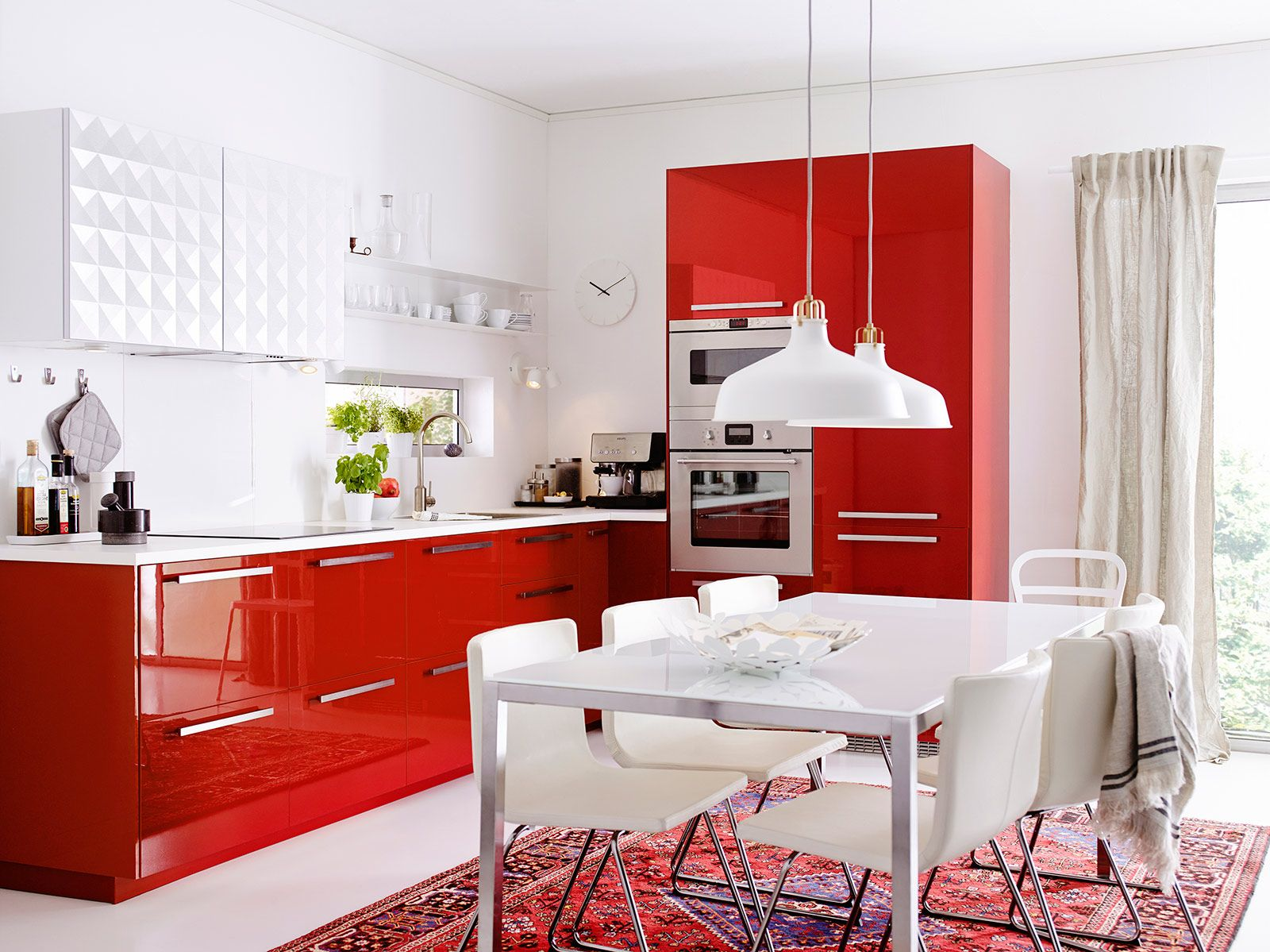 Rosso lacca brillante per Metod di Ikea, la cucina componibile ...