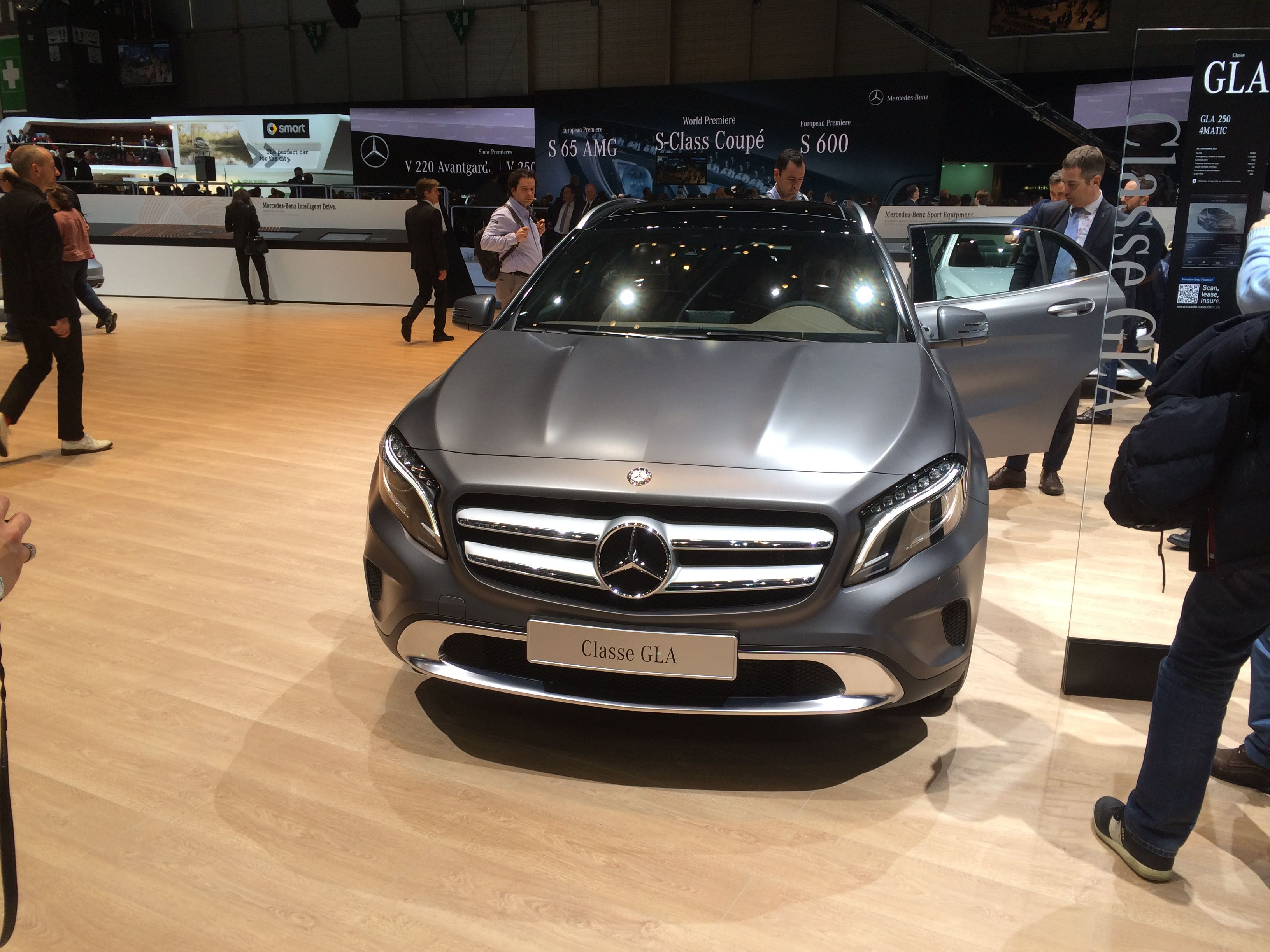 Mercedes GLA. Hvis jeg skulle købe en bil fra udstillingen (vel at mærke en, som jeg kunne få råd til), så blev det GLA!