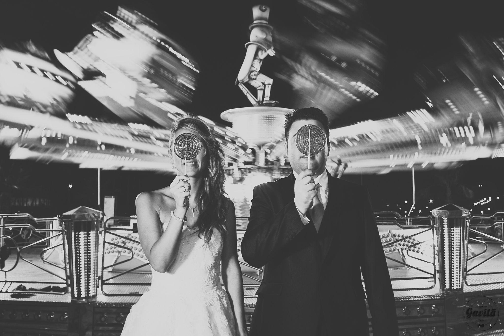 Foto del postboda de Oscar y Sonia en Dénia. Postboda realizado por la noche. Fotos diferentes para novios diferentes. Gavilà fotografía, fotos de boda sin posados. www.gavilafotografia.com