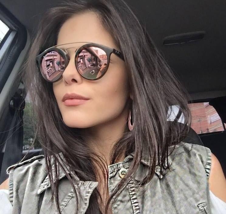 Começamos o dia com essa inspiração de óculos nas morenas poderosas! A linda   marianaruviarob apostou no modelo Ray Ban New Gastby espelhado em rosa  para ... f4b7a4658b