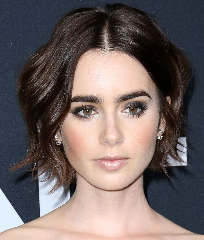 Lily Collins Smoky Eyes Tousled Short Hair Lily Collins Short Hair Short Hair Styles Lily Collins Hair