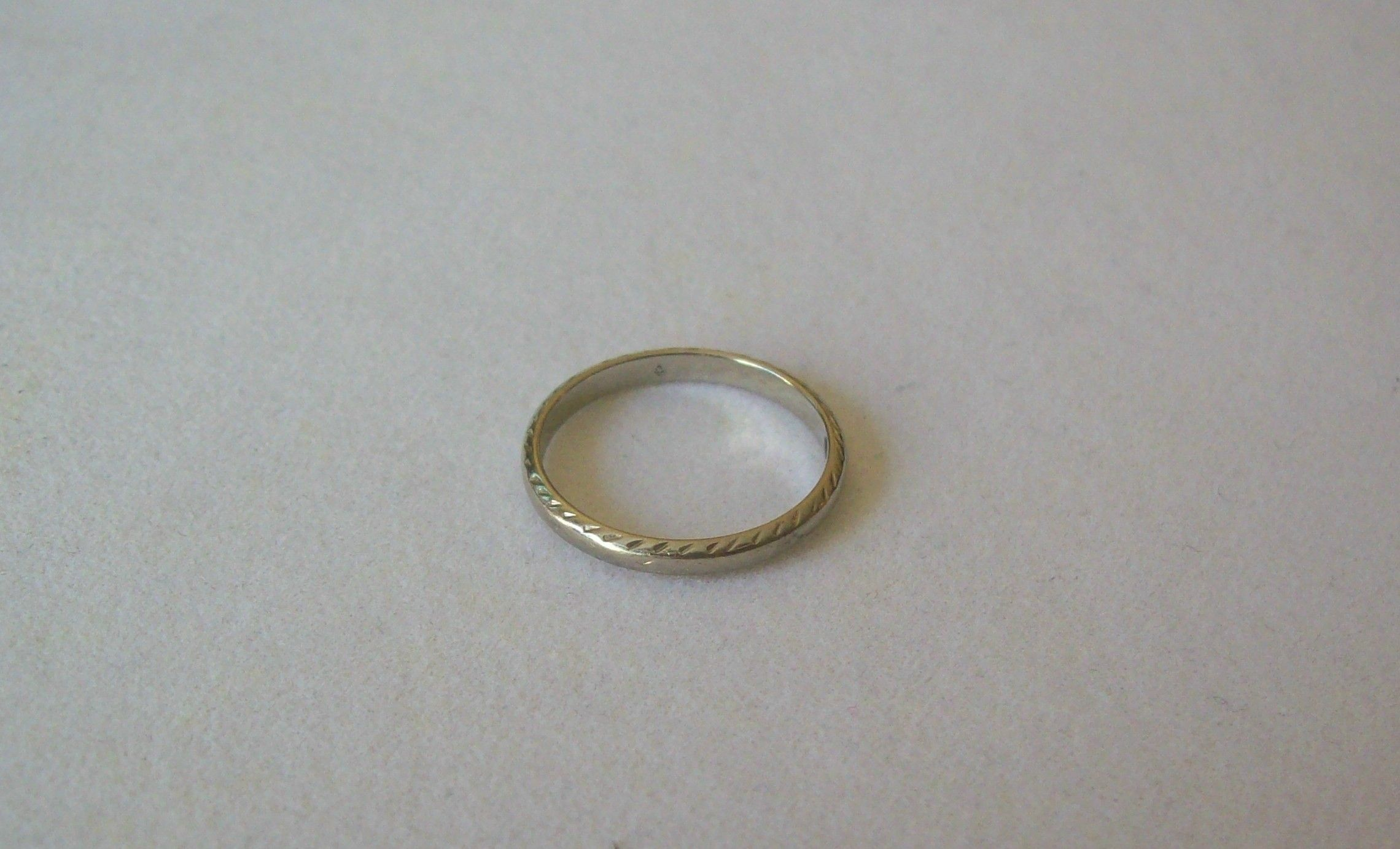 Lovely Antique Art Deco 18K White Gold Etched Wedding/Eternity Band 1.9Grams