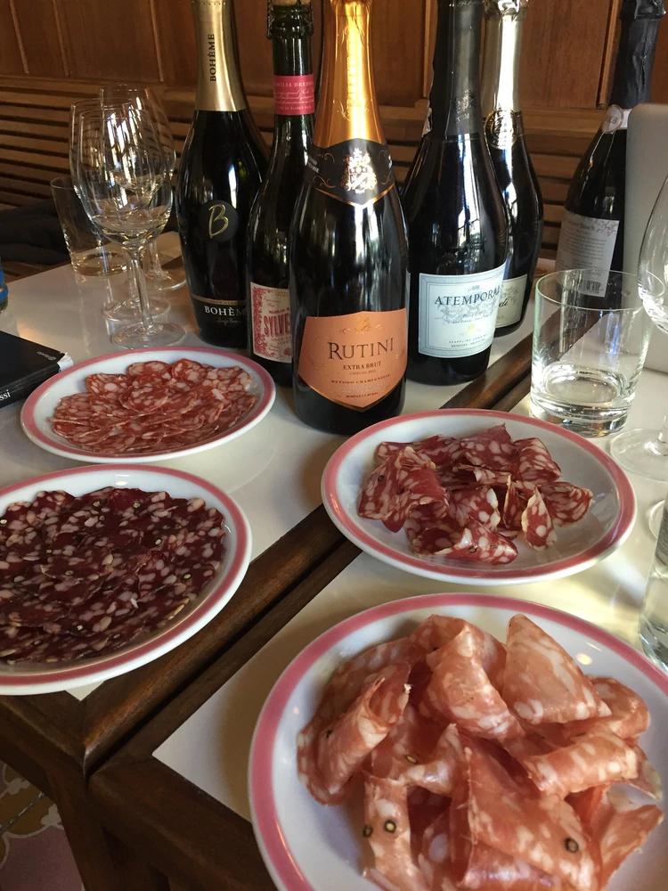 Embutidos Y Vinos Espumosos El Nuevo Maridaje Que Vuelve Locos A Los Argentinos Infobae Embutidos Vino Espumoso Comida
