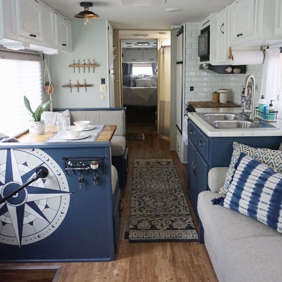 Incredible Rv Makeovers With Farmhouse Style Decor Roulottes