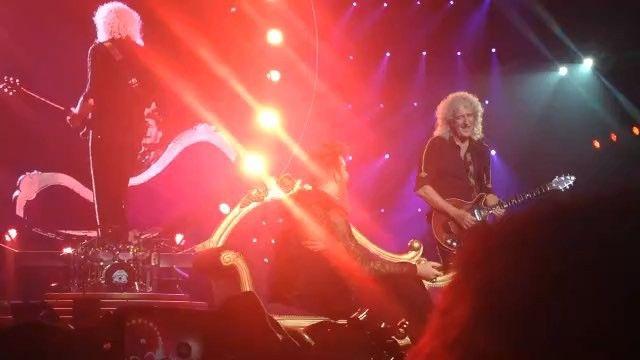 Tá rolando no Gigantinho o tão esperado show do Queen + Adam Lambert. E pra melhorar, sócios do Clube puderam curtir esse showzaço com 50% de desconto!!! #oclubeédemais #clubezh #queen #adamlambert
