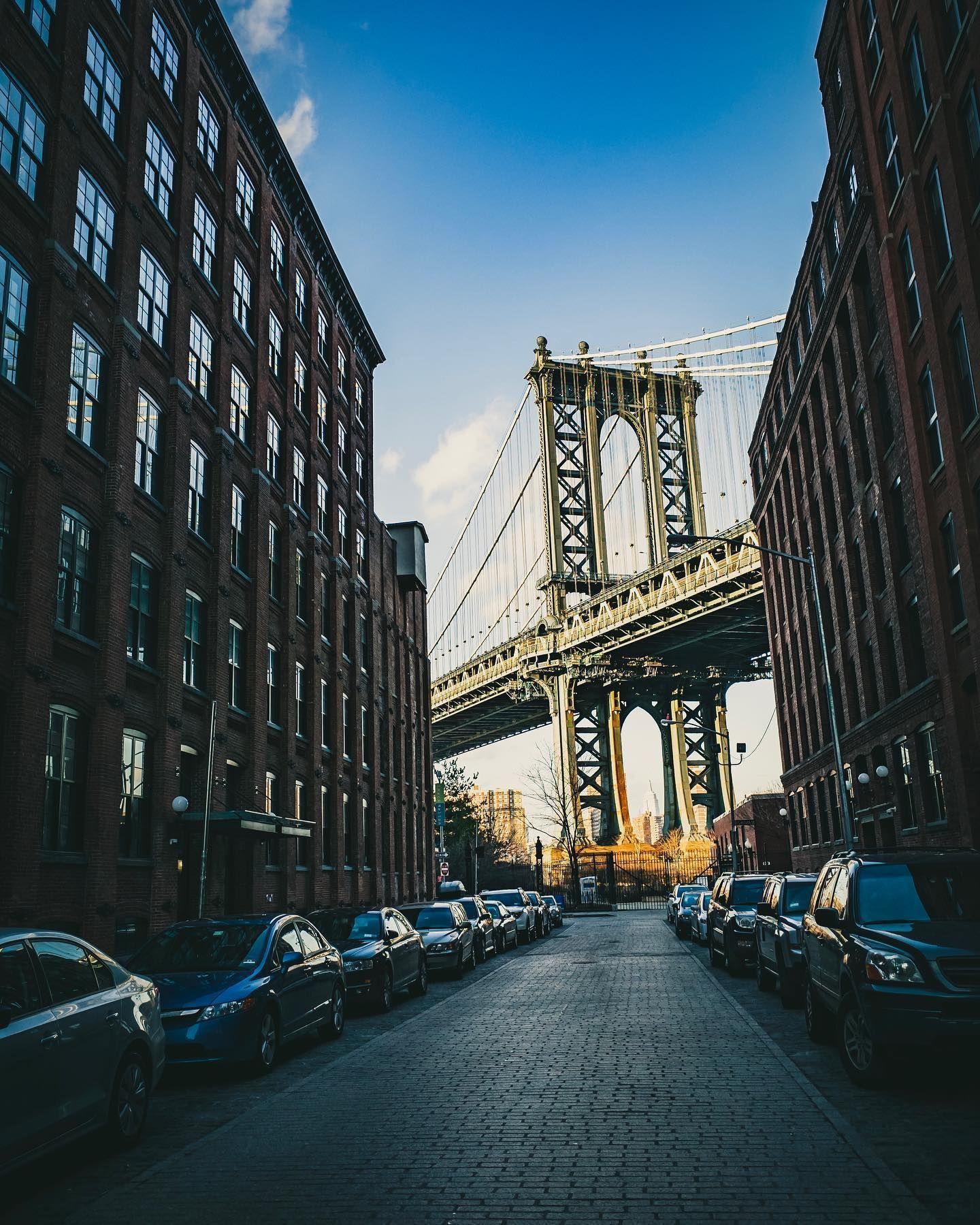 Dumbo in 2014  #onichie #osaka #japan #osakajapan #大阪 #日本 #オニッチ #おにっち #fromosaka #fromjapan #omg #onichiemusicgarage #ツァイスBatisで撮りたい #aestheticsjapan #shotonlexar #ricoh #ricohgr #gr #grist #shotongr #newyork #newyorkcity #nyc #dumbo #brooklyn #manhattanbridge