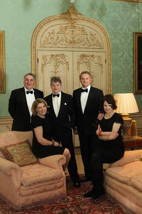 Downton Abbey Drawing Room: Downton Abbey Cast With The 5th Earl And Countess Of