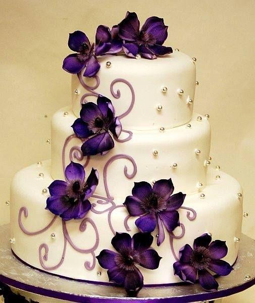 cream cake with violet flowers my wedding ideas wedding cake on birthday cake ki photos