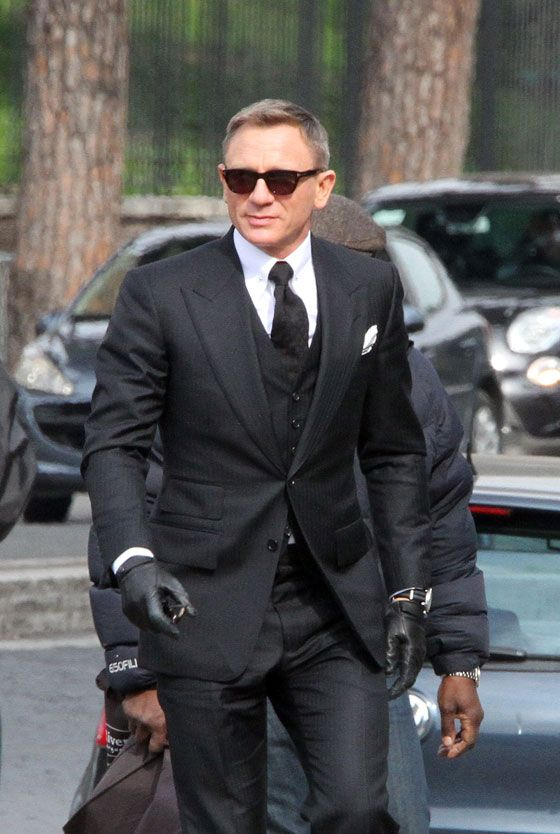 james bond suits daniel craig looks dapper wearing this. Black Bedroom Furniture Sets. Home Design Ideas