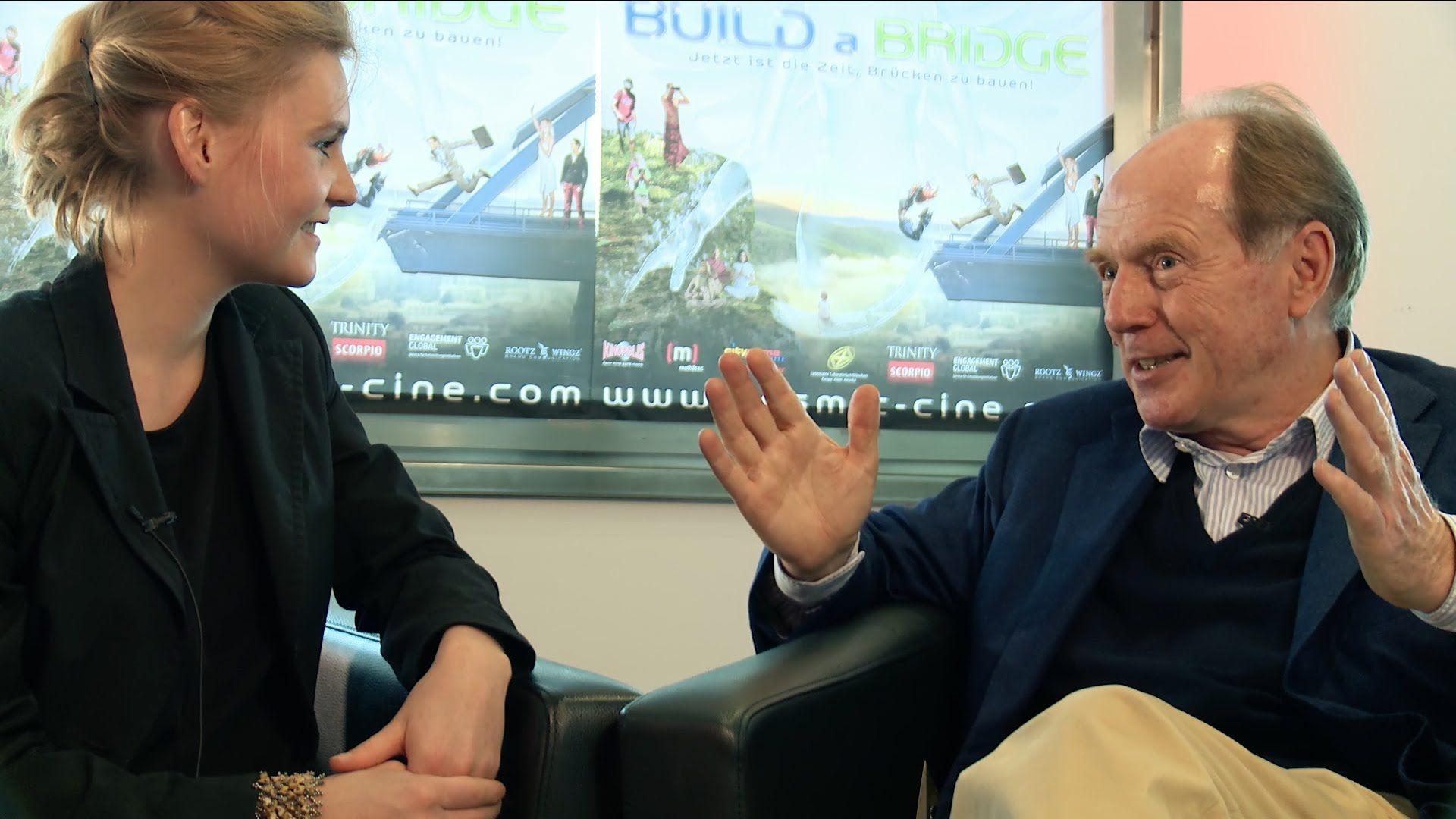"""Interview mit Christian Strasser, Verleger des Films """"THE CURE - Der Schlüssel zur Heilung"""" am Cosmic Cine Filmfestival 2014 www.cosmic-cine.com  Link zum Trailer THE CURE: http://youtu.be/b7yMfiny8Uo Die DVD ist erschienen bei Trinity-Verlag http://www.trinity-verlag.de/default.asp?Buch=168"""