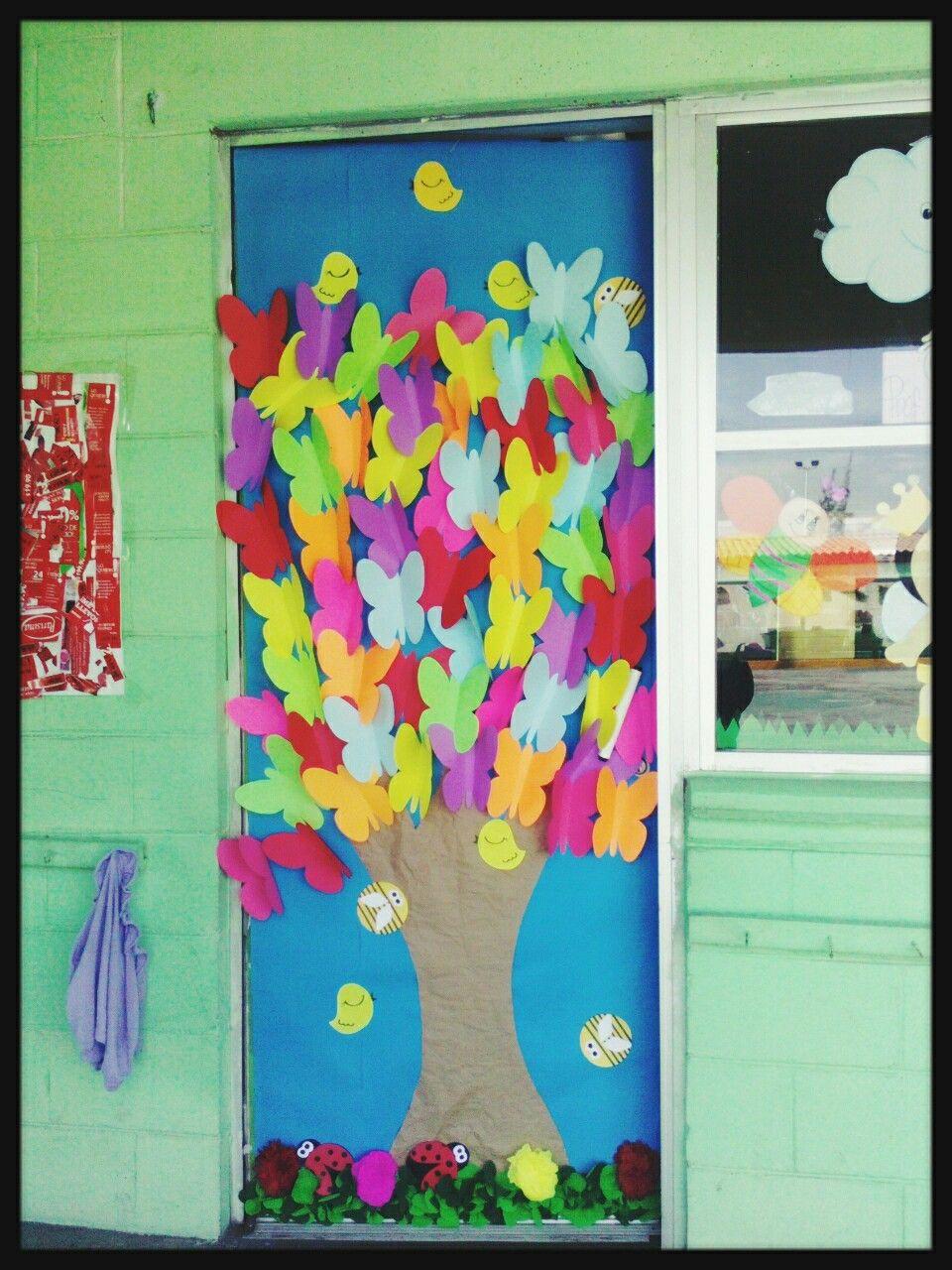 Puerta con mariposas de colores primavera puertas for Puertas decoradas con flores de papel