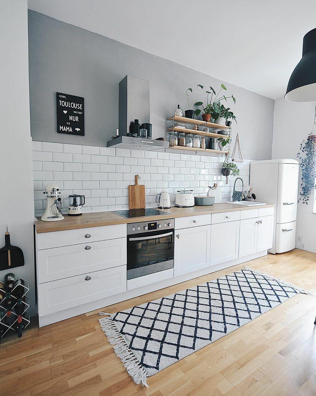 The Perfect Scandinavian Style Home En 2020 Idee Deco Cuisine Ouverte Idee Deco Cuisine Cuisine Blanche Et Bois