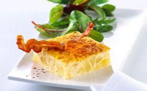 Brunch-tortilla Tortilla (æggekage med fyld) med stegte kartofler og ost - nemt og hurtigt, også hvis I er mange.