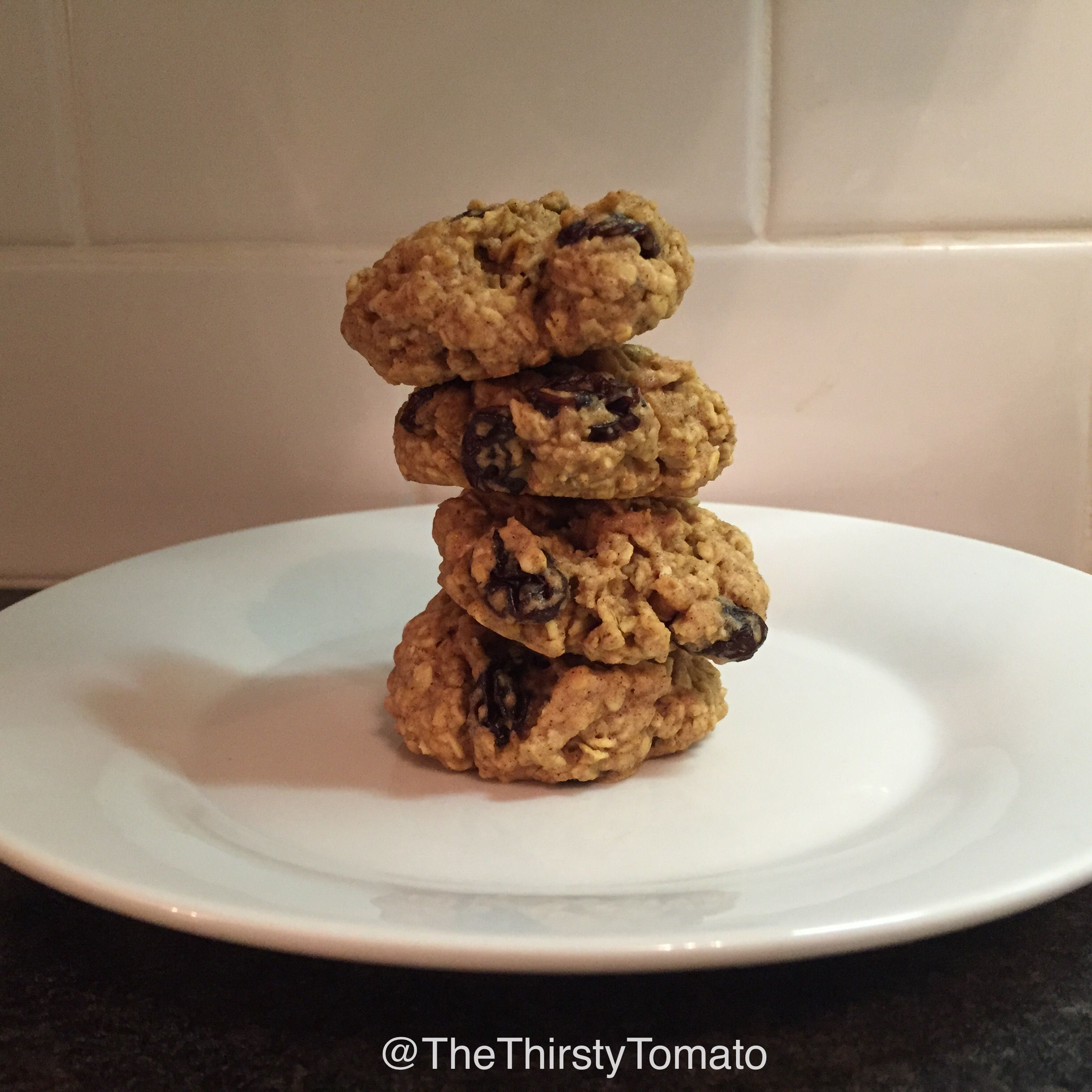 SOFT & CHEWY OATMEAL RAISIN COOKIE  - 1c instant oats *3/4c wholewheat flour *1 1/2tsp baking powder *1 1/2tsp cinnamon *1/8tsp salt *2tbsp coconut oil melted *1lg egg *1tsp vanilla *1/2c organic honey *1/4c raisins - mix wet and dry ingredients separately and combine. fold in raisins and chill for 30-40min. bake in preheated oven 325F for 11-14min, let sit for 10min before transferring to wire rack. ENJOY! follow us on Instagram @TheThirstyTomato