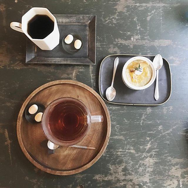 ・ ・ 頂いた おやつは バニラと カカオの 香りがする紅茶と チーズケーキ ⸝⸝⸝ ・ 甘くて いい 香り でした ◌ ◌ ・ チーズケーキ あつあつ だったよ (*˙˘˙*)ஐ ・ ・ ・ ・ #名古屋 #カフェ #cafe #静かな時間 #静かなカフェ #トロワプリュス ・ ・ ・tomy___5