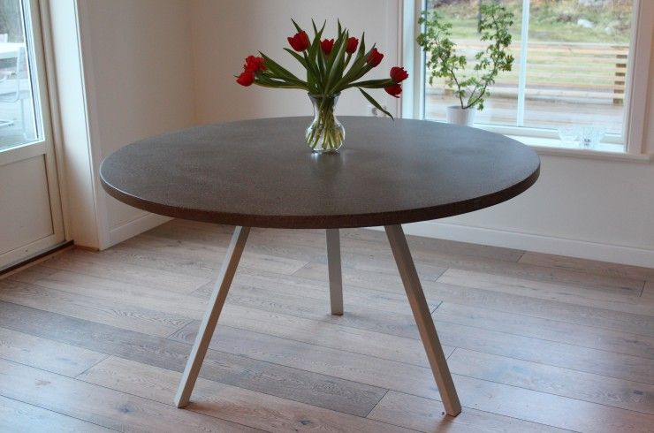 Runt matbord med 3 vinklade stålben Mått 130 cm i diameter Home inspiration Pinterest