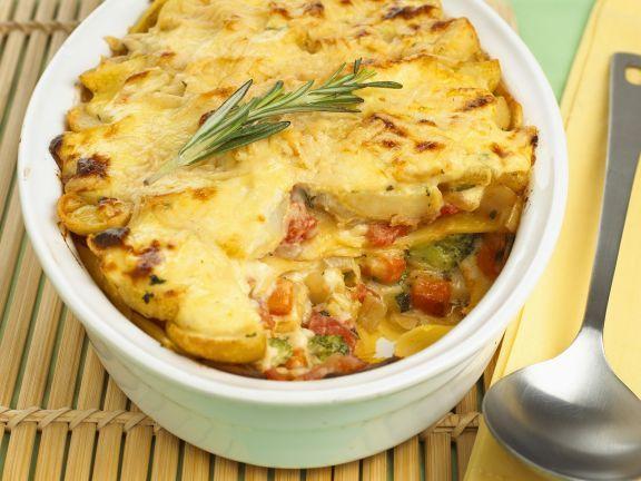 Gemüselasagne ist ein Rezept mit frischen Zutaten aus der Kategorie Lasagne. Probieren Sie dieses und weitere Rezepte von EAT SMARTER!