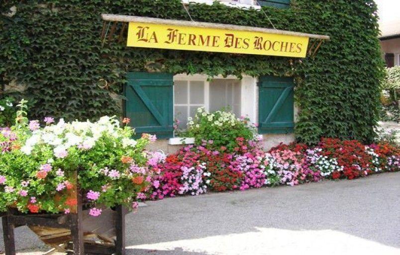 Chambre D Hotes A Saint Maurice De Gourdans Dans L Ain En 2020 Chambre D Hote Hotes Salle De Bains Commune