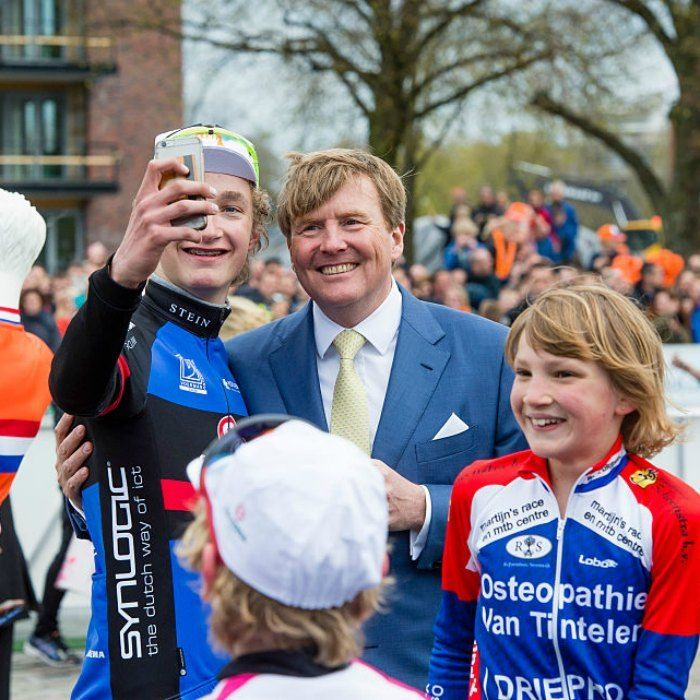 A lucky event goer commemorated King's Day with the birthday boy himself, King Willem-Alexander.