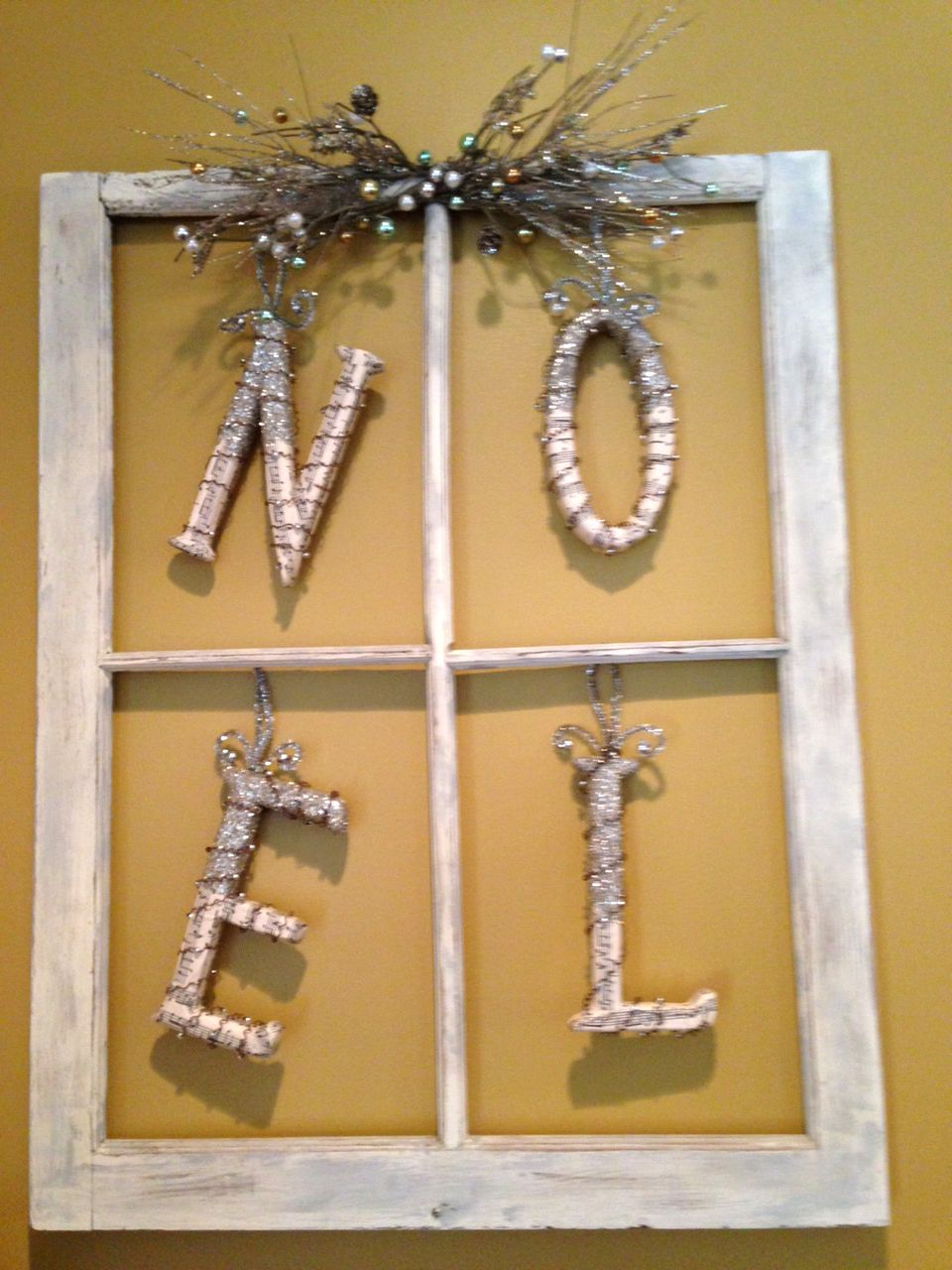 Paint an old window frame and add a little bling, bling...Beautiful Christmas decoration