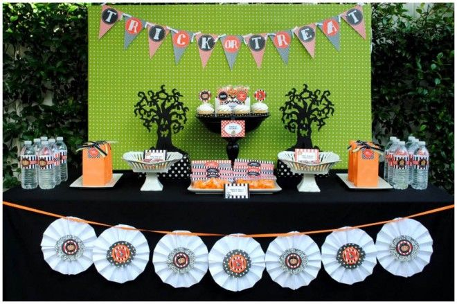 Cute + Budget-Friendly Halloween Party Tablescape