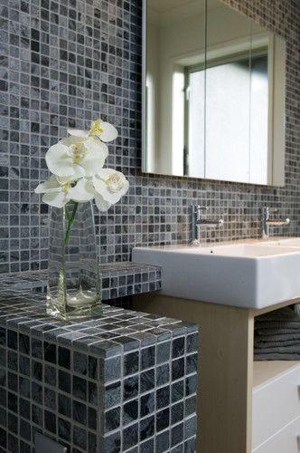 Plan de travail de salle de bain en mosaique Salle de bain moderne