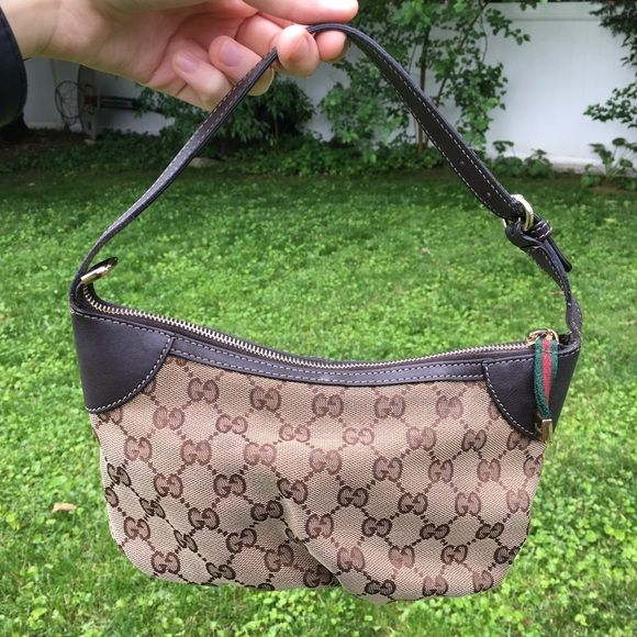 055754110 Authentic Gucci handbag purse 👛 Got this in 2009 or 2010 at a Gucci store  in Scottsdale AZ. This is in very good condition!