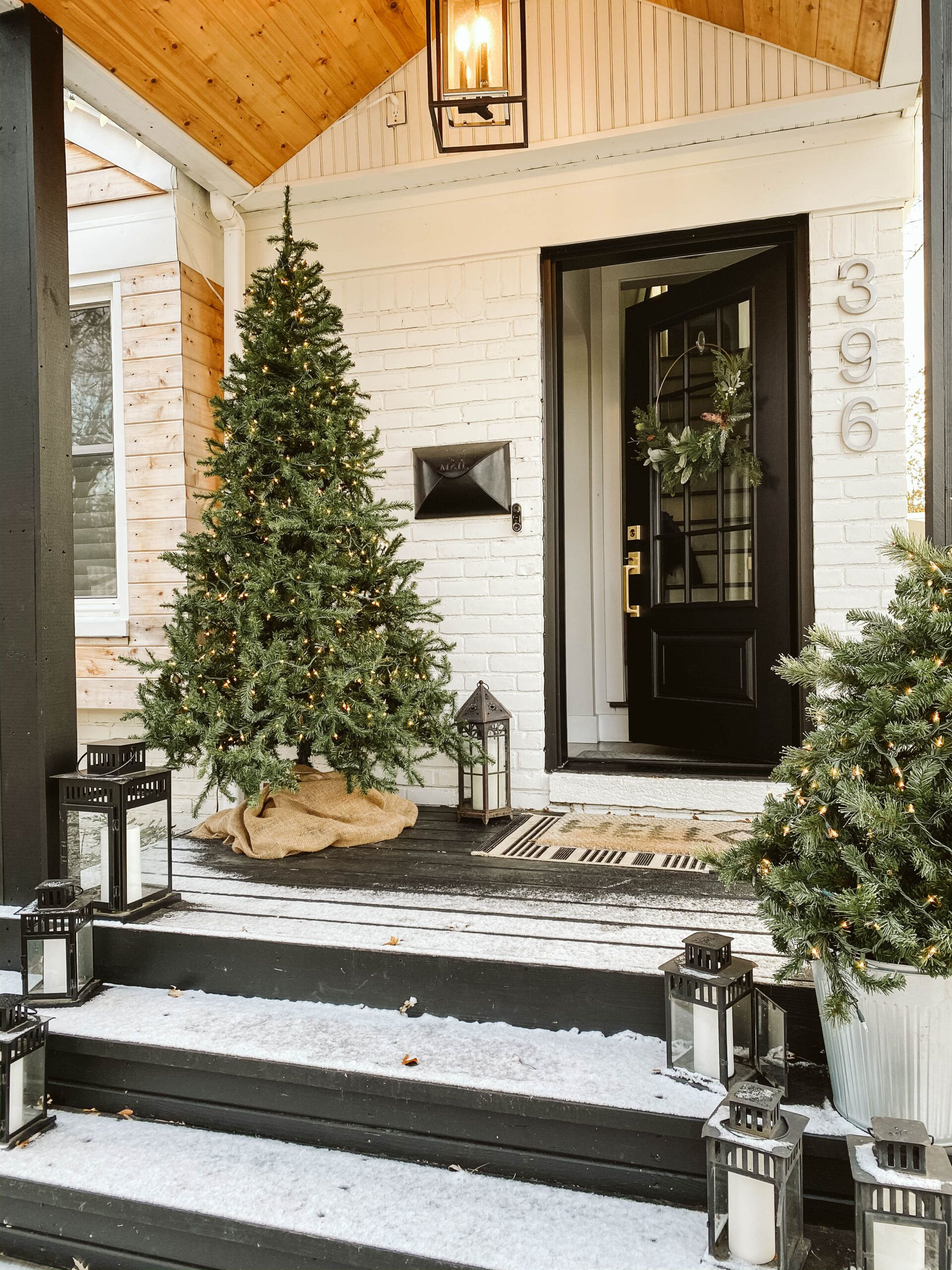 SIMPLE MODERN HOLIDAY HOME TOUR   CLARK + ALDINE in 2020