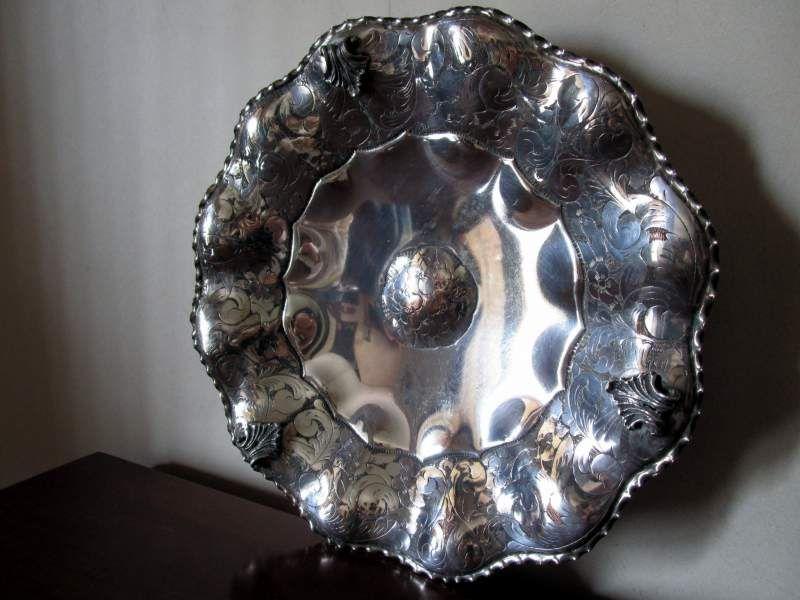 Antico centrotavola argentato e cesellato a mano