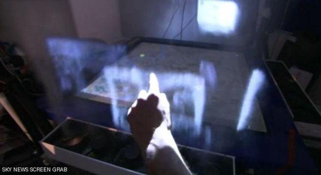 """فقد قام فريق من جامعة """"بريستول"""" بتطوير وابتكار ما يمكن أن يوصف بأنه الحوسبة التفاعلية المستقبلية، التي تتضمن الشاشات الضبابية Fog Screen.  تتيح """"شاشة الضباب"""" للمستخدمين التواصل مع الآخرين تفاعلياً على الأجهزة الكفية واللوحية،  ويعتقد أنها المرة الأولى التي يتم التوصل فيها إلى شاشات لمس تعمل على الأجهزة اللوحية مصنوعة من الضباب وتبيّن صوراً ببعدين أو ثلاثة أبعاد. لانتقال من التفاعل  إلى """"التواصل"""" عبرها، والتفاعل مع الآخرين على شاشة لمس مستقلة أو موضوعة أعلى الطاولة."""