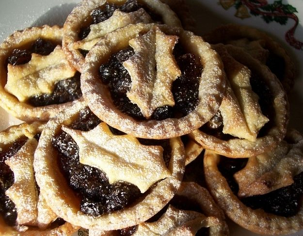 Mince pies (England) | 29 Heavenly Christmas Foods From Around The World