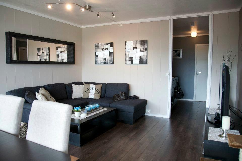 Dark Wood Floor In Livingroom With Beige Walls Dark Floor Living