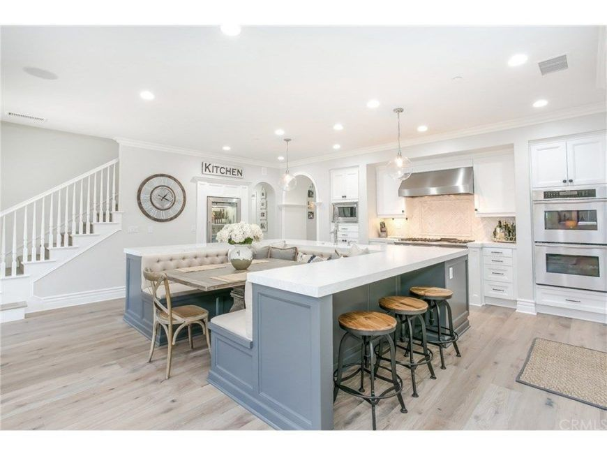 Large White Kitchen With U Shaped Island That Includes A Built In Dining Table And Bench Seating Customkitchendes Kitchen Layout Kitchen Style Kitchen Remodel
