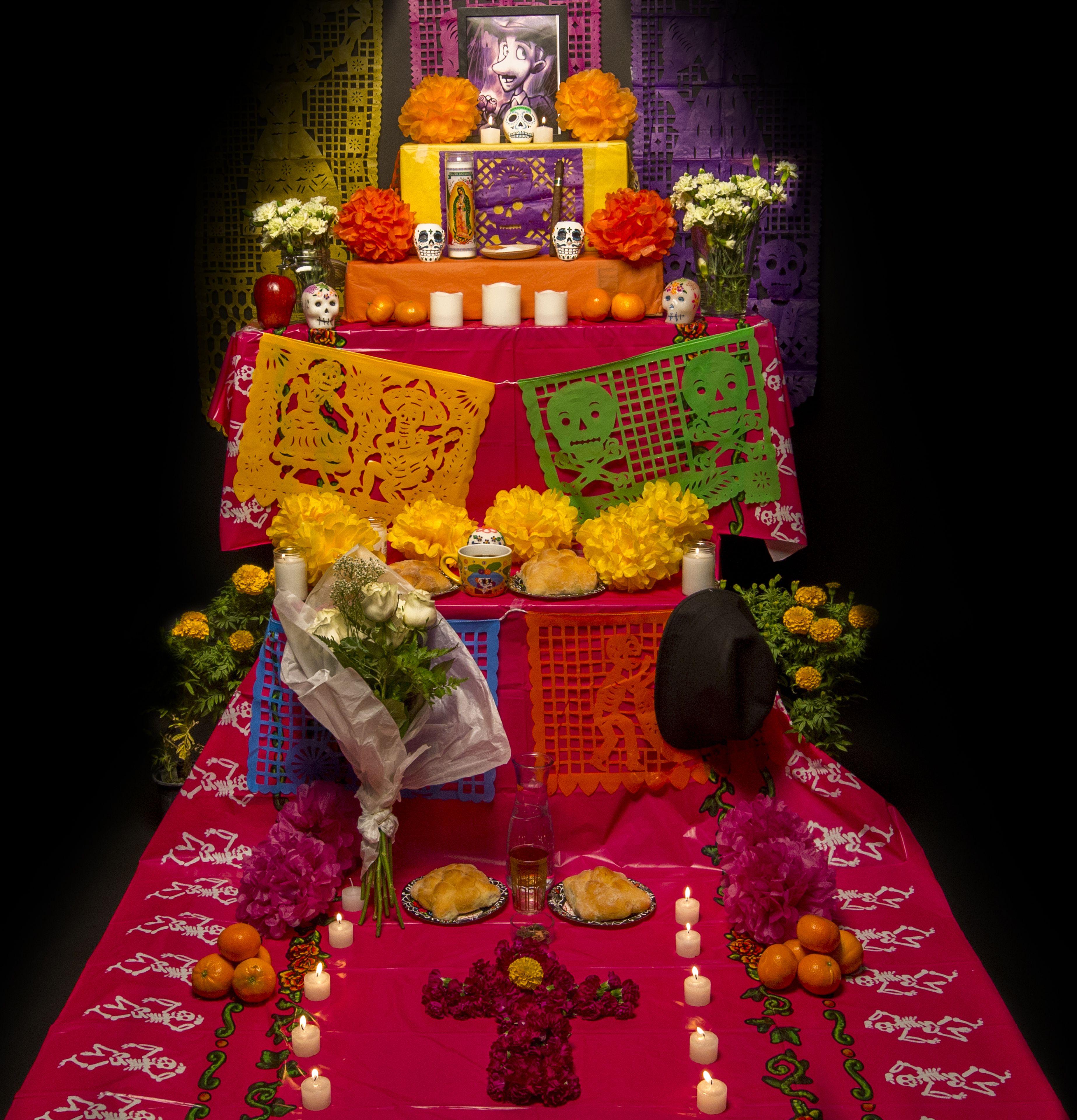 La Tradicion Del Altar De Muertos Esta Llena De Significado Y
