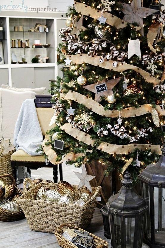 love love love the rustic christmas tree look burlap christmas country christmas white
