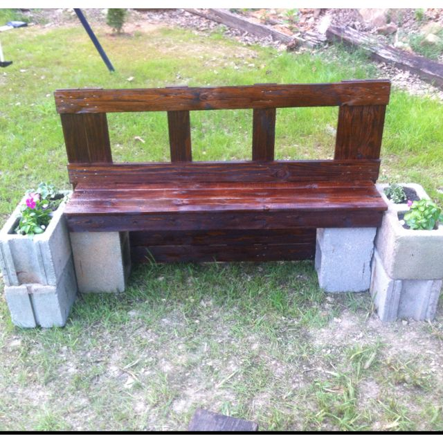 Bench Made Of An Old Pallet And Cinder Blocks Outdoor Decor