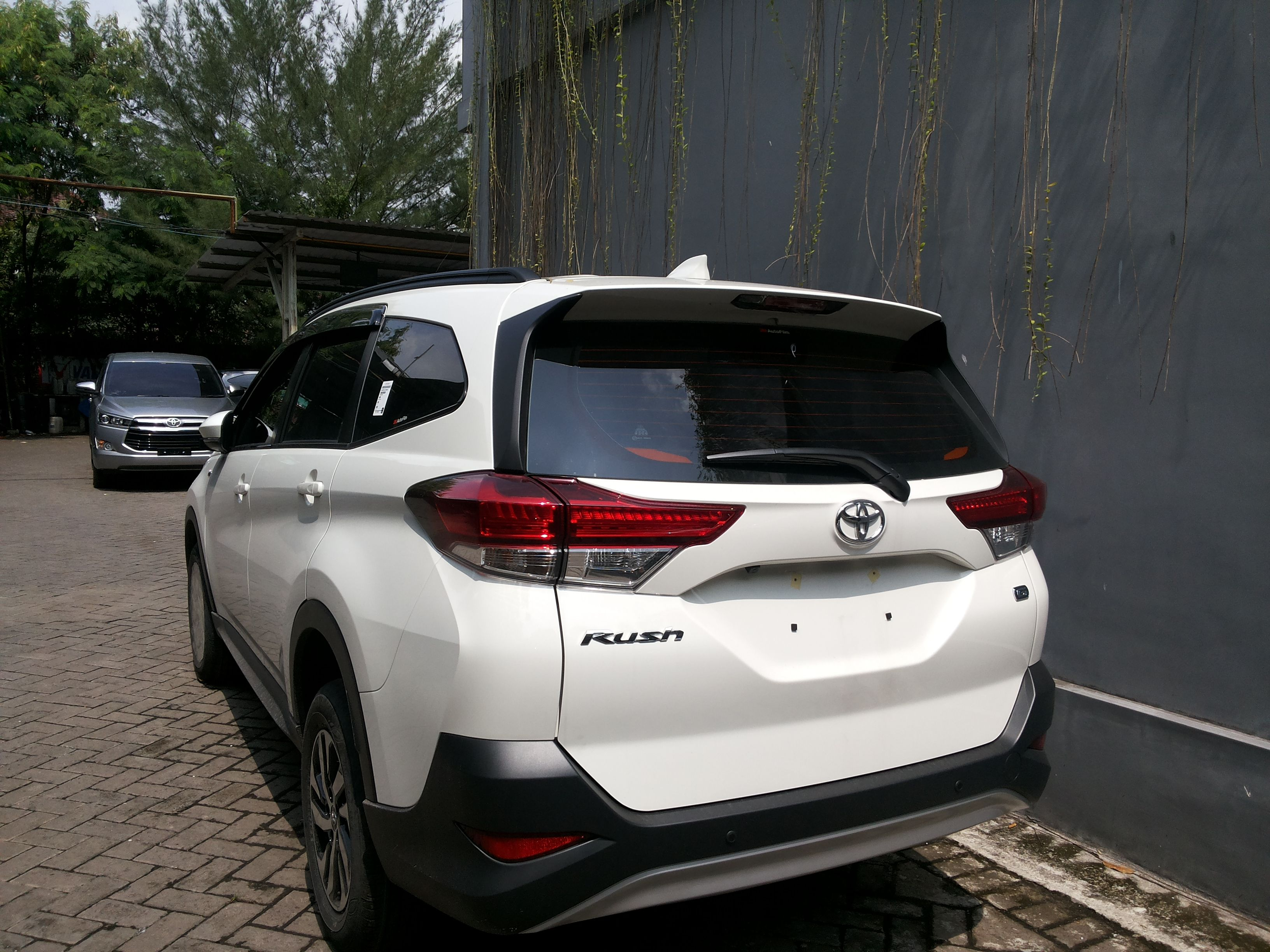 Bagian Belakang All New Rush G White 2018 Unit Cepat Segera Booking Sekarang Juga Hubungi Kami Dan Dapatkan Harga Terbaik Disin Toyota Rush Surabaya