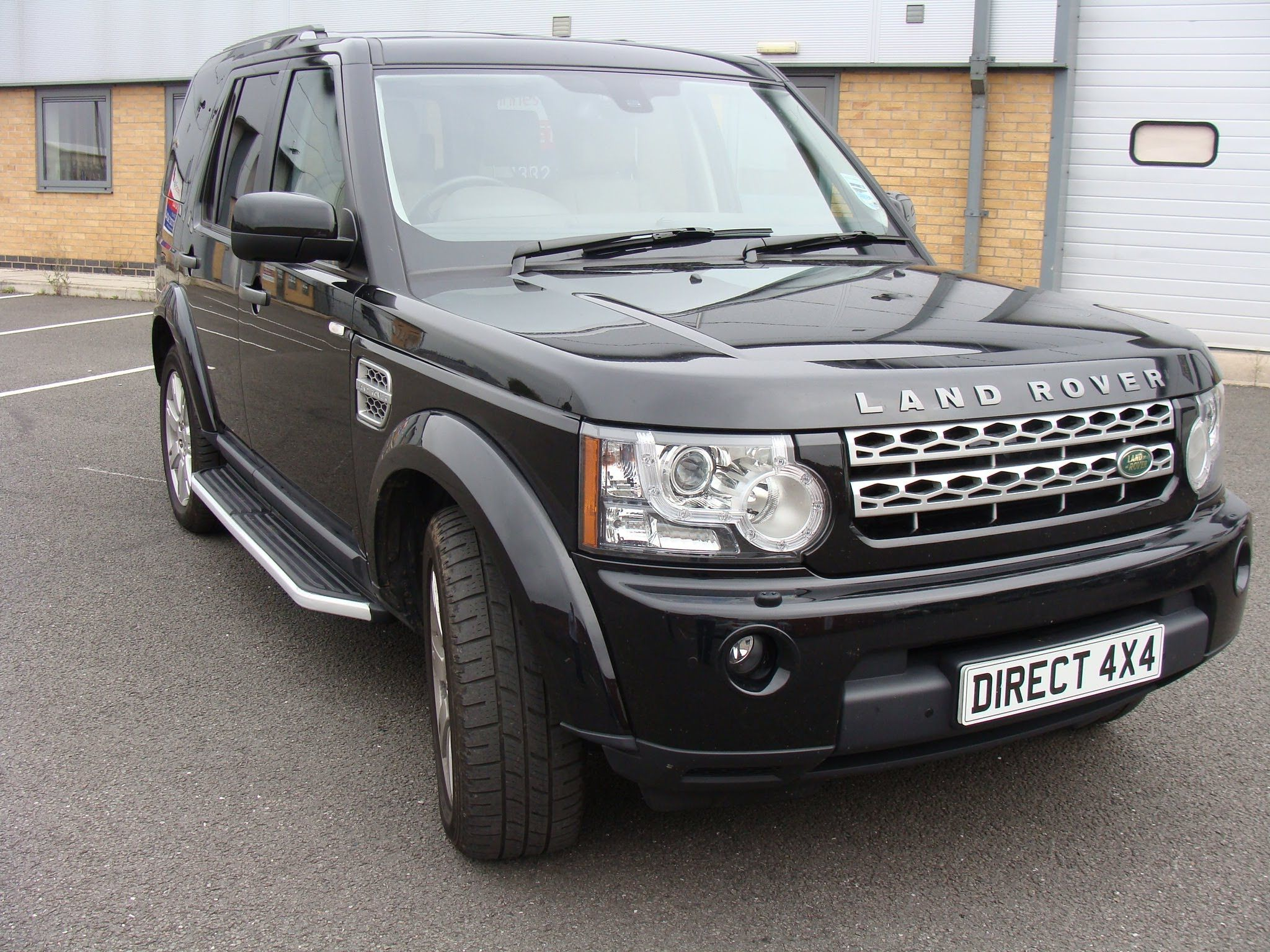 Discovery 3 Amp 4 Oe Style Side Steps Fitting Video Youtube Lux Cars Land Rover Land Rover Discovery