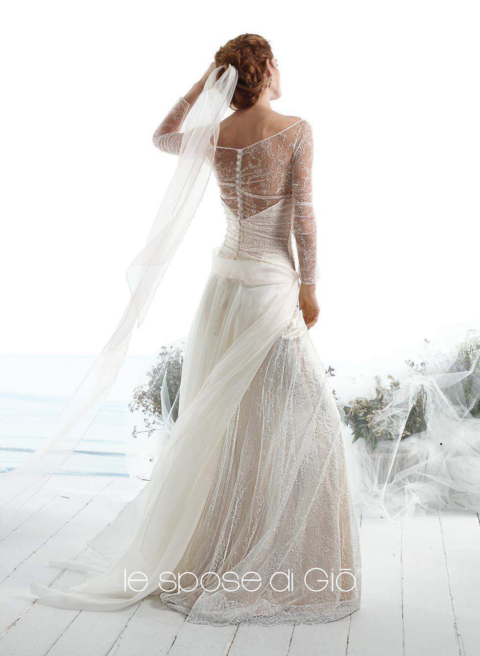 Brautkleid aus Spitze mit transparentem Spitzen-Einsatz am Rücken sowie langen transparenten Spitzen-Ärmeln und von Le Spose di Gió