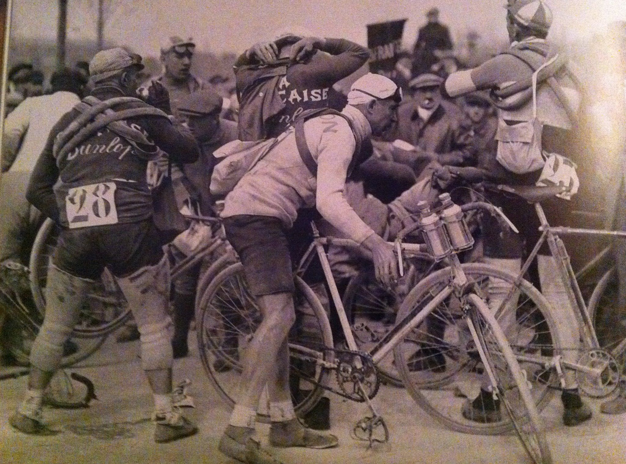 Time for another nostalgic Tuesday photo. We're loving the knee warmers #28 is wearing. Any ideas at the year?