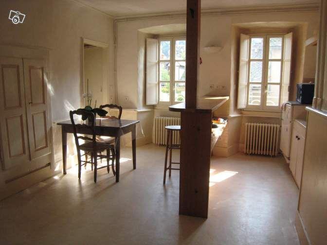 T2 FLORAC 340\u20ac 1 séjour-cuisine + 1 chambre + 1 salle de douche avec