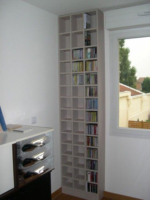 un pan de mur perdu habillez le d 39 un tag re murale pour ranger vos cd dvd livres tag re. Black Bedroom Furniture Sets. Home Design Ideas