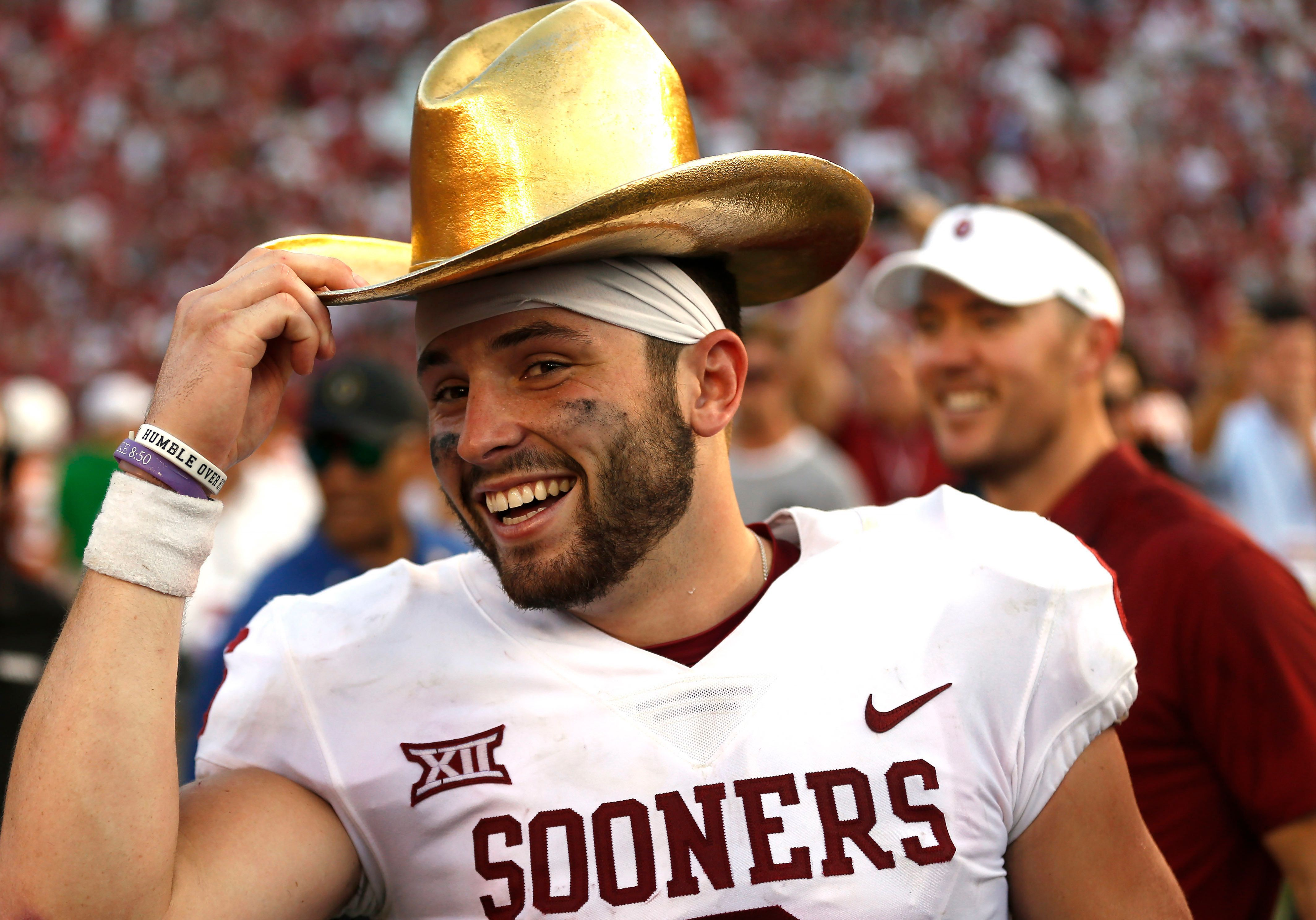 Baker Mayfield galloped off the … Baker mayfield, Ou