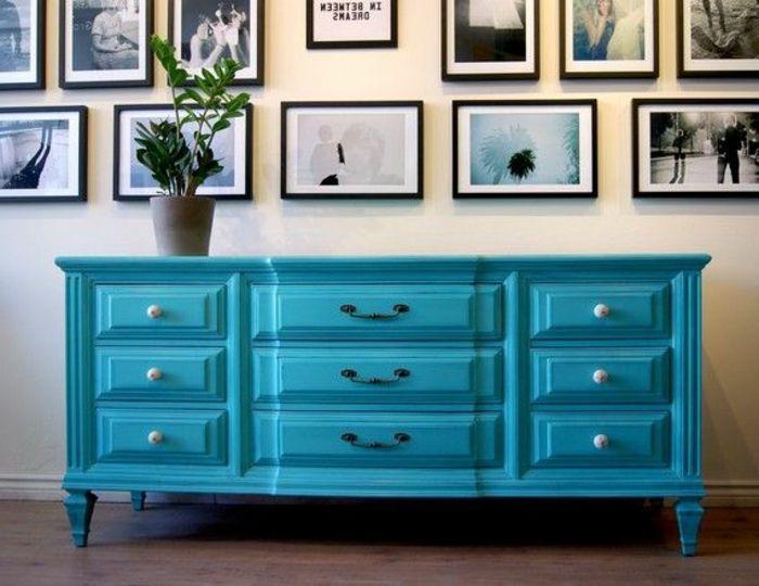 joli-meuble-patine-en-bleu-ciel-comment-repeindre-un-meuble-en-bois - meuble en bois repeint