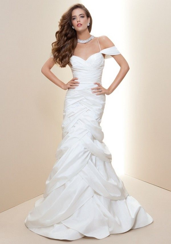 Choosing a Wedding Hairstyle Appropriate for Your Wedding Dress ...