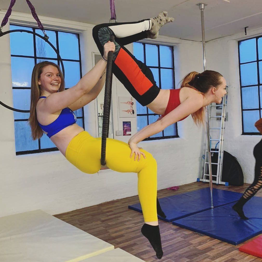 Not quite sure how we pulled this off but I'm very proud 🥰😂 . . . . #hoop #hoopdoubles #aerialhoop #...