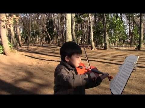 Hohmann - 136 [duet with recorded viola]; 今回は[…]の提案で屋外「ロケ」撮影としました。せっかく色々なところで演奏できる楽器だし、そちらのほうが後で見て面白いからです。 伴奏パパは手持ちがビオラしかなく、ビオラで弾いてます。寒くて何テイクも撮りなおせず、途中パパが間違ってますがOKとしてしまいました。 公園に散歩に来た方が聞いてくださり最後に拍手をいただきました。嬉しかった~^^ —See more of this young violinist #from_HaruyasViolin