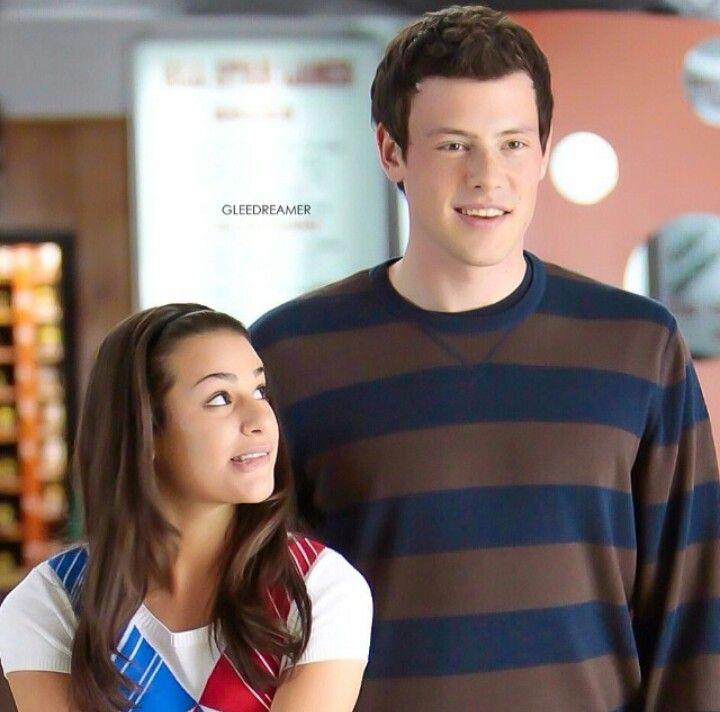 Wie is Rachel dating op Glee